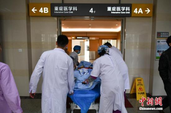 王贺胜指出,到2020年全面推进医联体建设,形成较为完善的医联体政策体系。图为一家医院内。(资料图)中新社记者 任东 摄