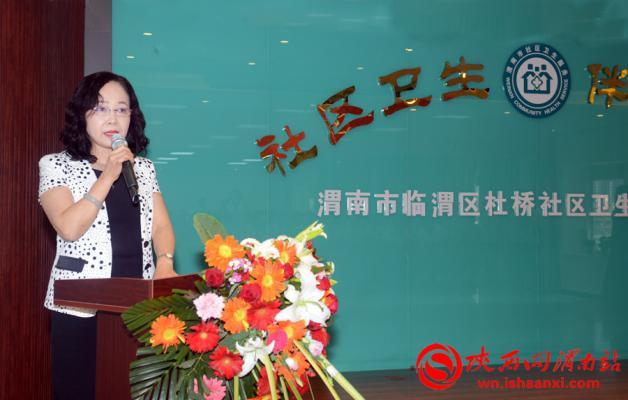 杜桥办社区医院副院长李亚玲宣读了表彰决定