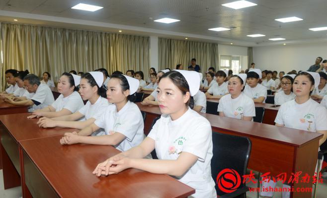 参加表彰大会的优秀护士。记者 杨大君 摄